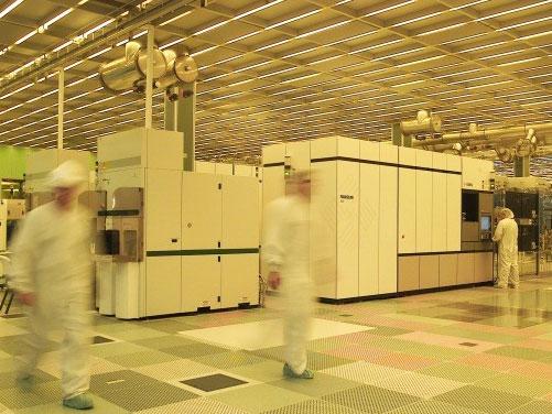 In IBMs Chipfabrik: Der Technologie-Konzern will sparen und trennt sich im großen Stil von Mitarbeitern. Dennoch wolle man weiter in wichtige Technologien investieren. Quelle: IBM