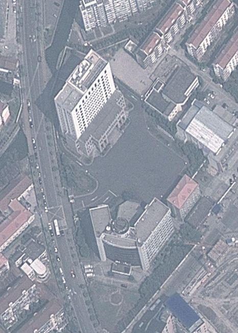 Ein IT-Sicherheitsunternehmen will nun Beweise gefunden haben, die Hacker-Angriffe der so genannten Shanghai-Gruppe auf dieses unscheinbare  Bürogebäude im Nordosten Shanghais zurückverfolgen. Hier soll die Armee-Einheit 61398 ihren Hauptsitz haben Screenshot: Google Maps/silicon.de