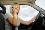 Auch als Navigationshilfe bleibt das Hantieren mit Handy und Smartphone am Steuer verboten. Quelle: Shutterstock