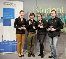 Die vier Dresdner Studenten hinter der App metapollic dürfen nun zum internationalen Finale des Imagine Cup 2013 nach St. Petesburg fahren. Quelle: Microsoft.