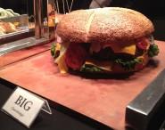 """""""Go Big"""" war das Motto der CA World 2013. Das wurde auch – den Diät-Plänen zum Trotz – am Buffet wörtlich genommen. Quelle: silicon.de."""