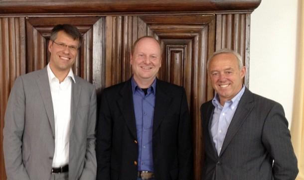 Die Concat-Vorstände Olaf von Heyer (l.) und Dexter McGinnis (r.) und Stefan Tübinger (M.), Geschäftsführer der neuen Concat-Tochter Synergy Systems GmbH. Quelle: Concat