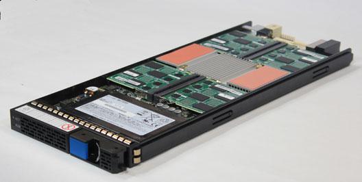 HDS bietet neben Fusion I/O-Technologie auch einen eigenen Flash Accelerator. Dabei handelt es sich um eine Einschublösung für die Virtual Storage Platform VSP von HDS. Quelle: Hitachi