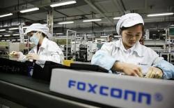 Arbeiter und Arbeiterinnen müssen bei Foxconn nach wie vor für wenig Geld schuften. Quelle: News.com