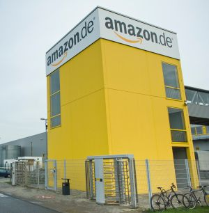 Eingang des Amazon-Logistikzentrums in Leipzig (Bild: Amazon).