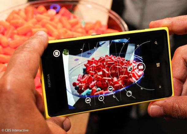 Das Amoled-Display des Nokia Lumia 1020 misst 4,5 Zoll und löst 1280 mal 768 Pixel auf, womit es auf eine Pixeldichte von 334 ppi kommt (Bild: CBS Interactive).