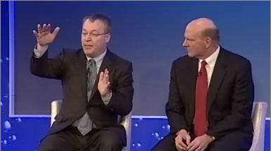 Stephen Elop und Steve Ballmer kündigten 2011 eine Partnerschaft von Nokia und Microsoft an (Screenshot: News.com)