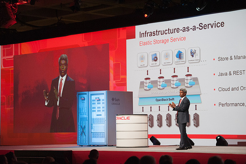 Thoas Kurian, Executive Vice President, Product Development bei Oracle, stellt Infrastructure as a Service vor. Quelle: Oracle