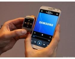 Samsung Galaxy Gear lässt sich unter anderem als Fernsteuerung für Samsung-Smartphones nutzen. Quelle: CNET