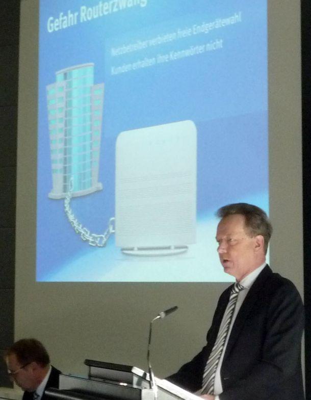 AVM-Geschäftsführer sprach sich auch auf der CEBIT 2013 gegen den Routerzwang aus (Bild: ITespresso).