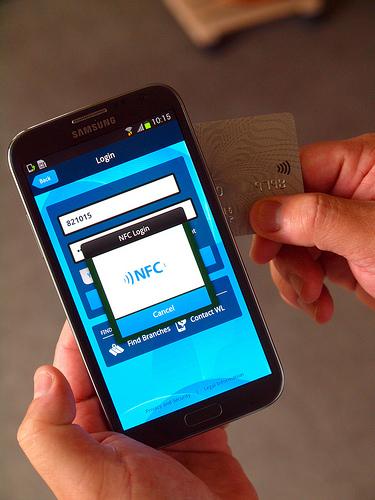 Mit Zwei-Faktoren-Authentifizierung und NFC will IBM mobile Transaktionen sicher machen. Quelle: IBM Rüschlikon