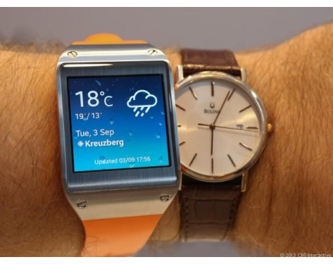 Uhrenvergleich: links Samsungs Galaxy Gear (Bild: News.com)