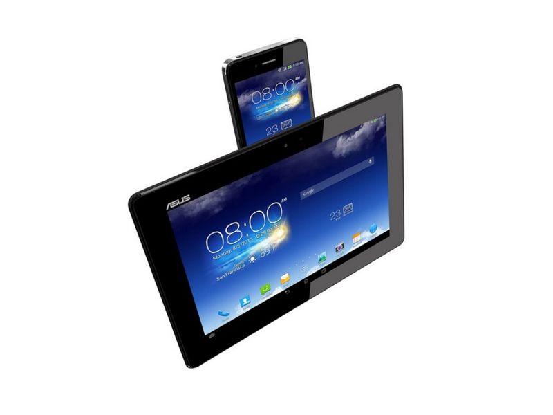 Das Smartphone lässt sich im laufenden Betrieb in das Tablet-Dock einschieben (Bild: Asus).