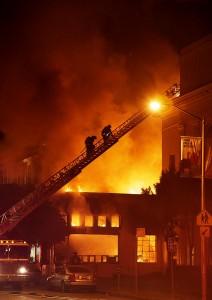 Am 6. November brennt ein Nebengebäude des Hauptquartiers des Internet Archivs. Quelle: archive.org