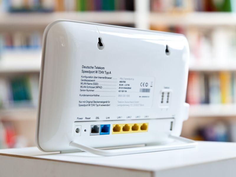 Kunden, die DSL-Vectoring am VDSL-Anschluss nutzen, empfiehlt die Deutsche Telekom den Router Speedport W 724V – für den sie nach althergebrachter Manier im Monat 4,95 Euro verlangt (Bild: Deutsche Telekom)