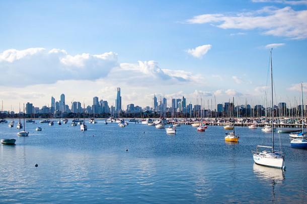 Die Skyline Melbournes von St. Kilda aus. Quelle: Lokesh/Flickr