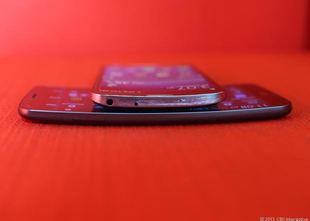 Gebogene Displays werden sowohl bei Smartphones wie auch bei größeren Fernsehern 2014 eine größere Rolle spielen. Quelle: CNET.com