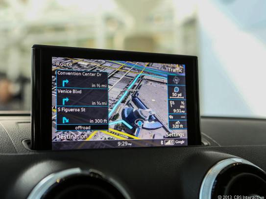 Google hat die Gründung der Open Auto Alliance angekündigt, der unter anderem Audi und General Motors angehören. Das Ingolstädter Unternehmen nutzt bereits Google Maps in seinen Fahrzeugsystemen (Bild: Josh Miller / News.com).