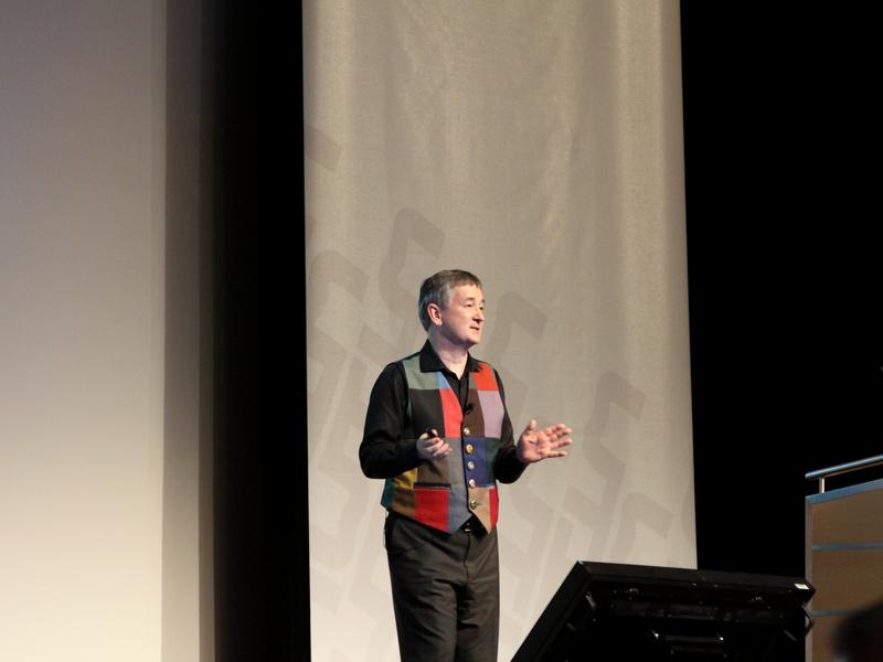 """Für Richard Hunn, CTO von Wifore Consulting, dürfen Wearables nicht zu kompliziert werden. """"Das Tragen von Wearables darf nicht schwerer sein als Socken oder Uhren zu tragen"""". (Bild: Andre Borbe)"""