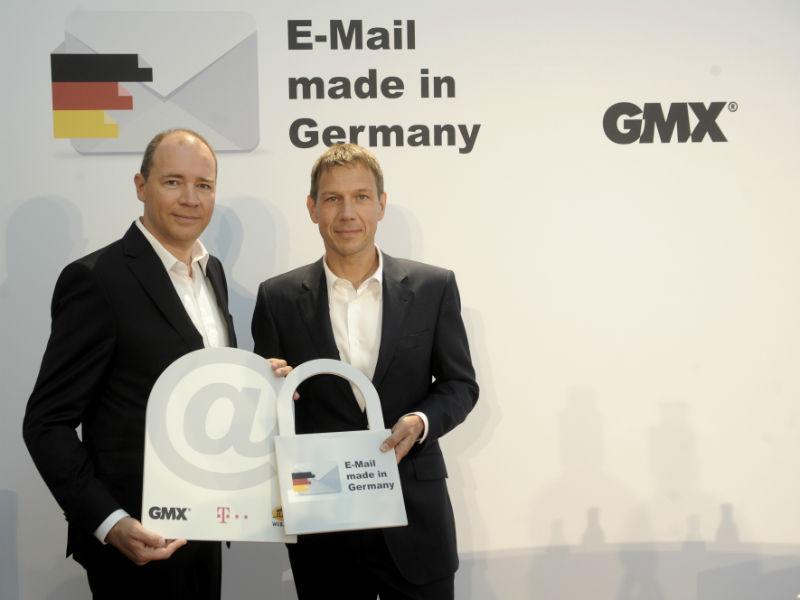 """United-Internet-Chef Ralph Dommermuth (links) und Telekom-Boss René Obermann bei der Vorstellung der Initiative """"E-Mail made in Germany"""" im August 2013 (Bild: Deutsche Telekom)."""