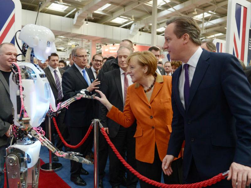 Bundeskanzlerin Angela Merkel und David Cameron besuchen Seite an Seite die CeBIT. Cameron zählt zu den großen Verlieren des Referendums, inzwischen hat er seinen Rücktritt als Premierminister eingereicht. (Quelle: Deutsche Messe AG)