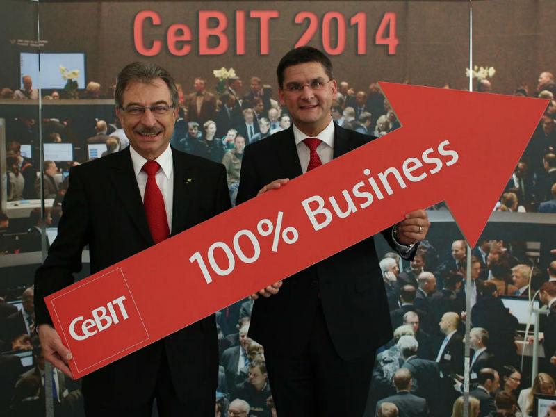 Mehr Klasse statt Masse, die Neuausrichtung der CeBIT aufs Business bringt zwar den alten Glanz nicht zurück, doch wurden 2014 so viele Investitionen wie nie zuvor angestoßen, erklären der Bitkom-Präsident Dieter Kempf und der CeBIT-Vorstand Oliver Frese. Quelle: Deutsche Messe