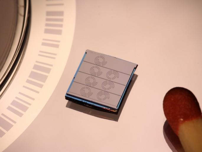 Mit optischen Frequenzkämmen sind Übertragungsraten von bis zu 1,44 TBit/s über Hunderte Kilometer möglich. (Bild: Karlsruher Institut für Technologie (KIT))