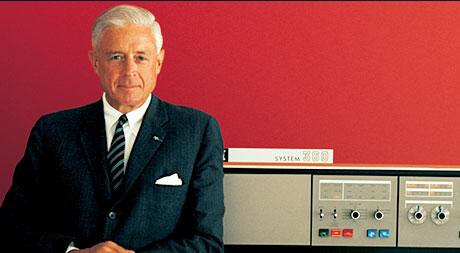 Am 7. April 1964 stellt Thomas Watson Jr. den ersten Mainframe vor: den System/360. Quelle: IBM