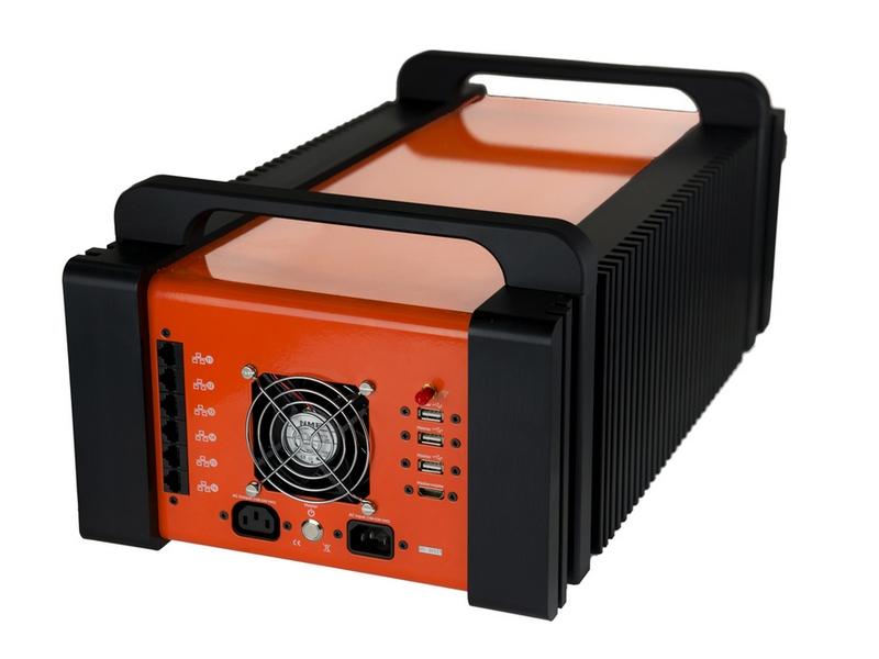 Rückseite der Orange Box mit allen verfügbaren Ports. (Bild: Canonical)