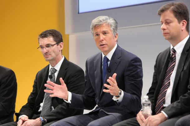 Bill McDermott, (mitte) CEO SAP. (Bild: SAP)