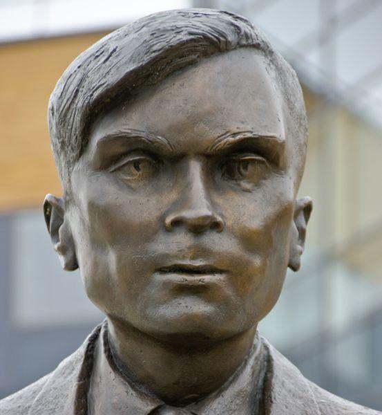 Statue von Alan Turing an der University of Surrey im britischen Guildford (Bild: Guy Erwood/Shutterstock.com).