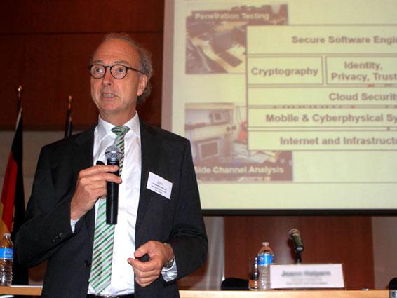 Johannes Buchmann, Professor für Computerwissenschaften an der TU Darmstadt in New York, macht sich für eine kontinuierliche Verbersserung der IT-Sicherheit stark. Quelle: Harald Weiss