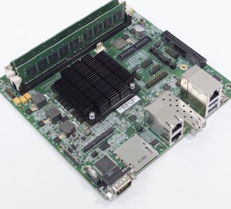 Applied Micro liefert bereits erste Exemplare des XC-1 Entwickler-Kits aus. Es besteht aus X-Gene ARM64 CPU, Memory support für Ethernet und 10GE, PCI-E v3, SATA Gen 3, USB 3.0 und eine Standard Debug Schnittstelle. Quelle: Applied Micro