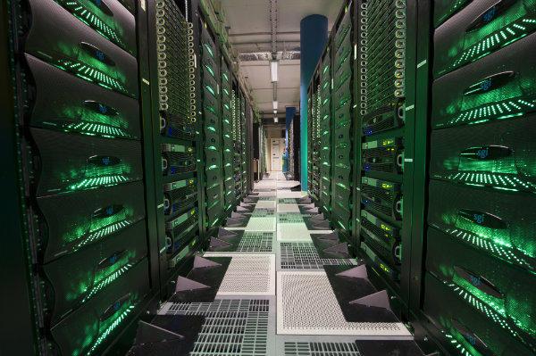 """Totals neuer Supercomputer """"Pangea"""" basiert auf SGI-Servern mit innovativem Kühlssystem und dem Suse Linux Enterprise Server . Quelle: Total"""
