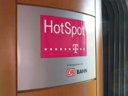 Derzeit sind die Hot-Spots der Telekom in ICE-Zügen der Deutschen Bahn noch kostenpflichtig. Ab dem 14. Dezember wird in der 1. Klasse das Surfen kostenlos. Quelle: Telekom