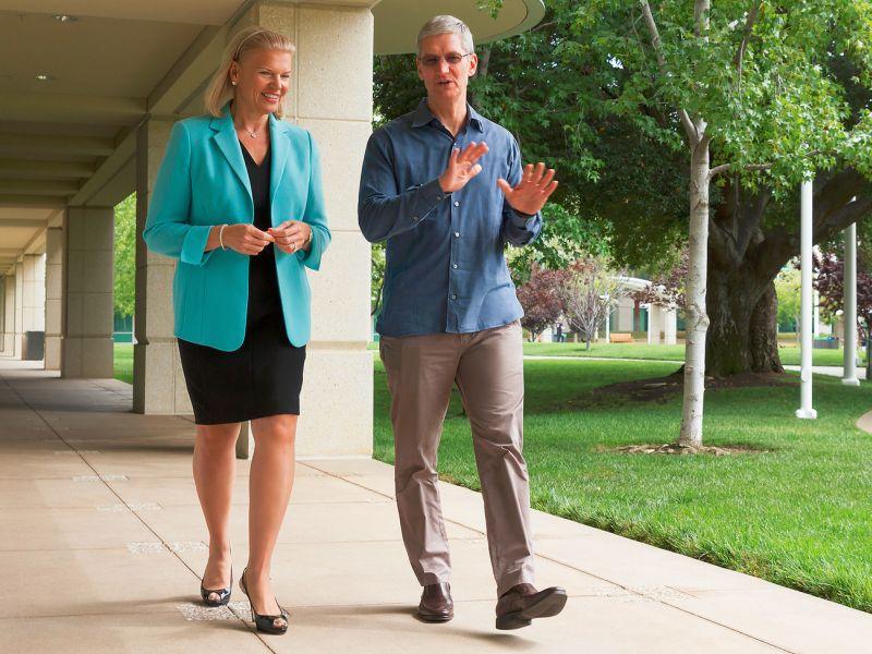 IBM-Chefin Ginni Rometty und Apple-CEO Tim Cook. Die beiden Unternehmen gehen offenbar einen gemeinsamen weg. Quelle: IBM