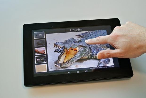 Mehr als ein Touchdisplay: Das haptische Display gibt taktiles Feedback an den Finger. Das abgebildete Gerät ist noch ein Prototyp.  (Bild: Fujitsu)