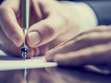 Finnland will Handschrift aus dem Curriculum streichen. (Bild: Shutterstock)