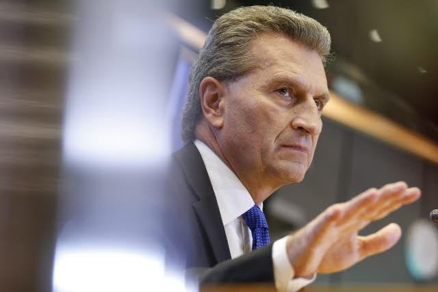 Günther Oettinger fordert Lockerung des Datenschutzes. (Bild: © Europäisches Parlament – Referat Audiovisuelle Medien)