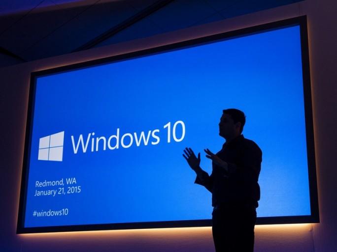 Terry Myerson präsentiert Windows 10. (Bild: Microsoft)