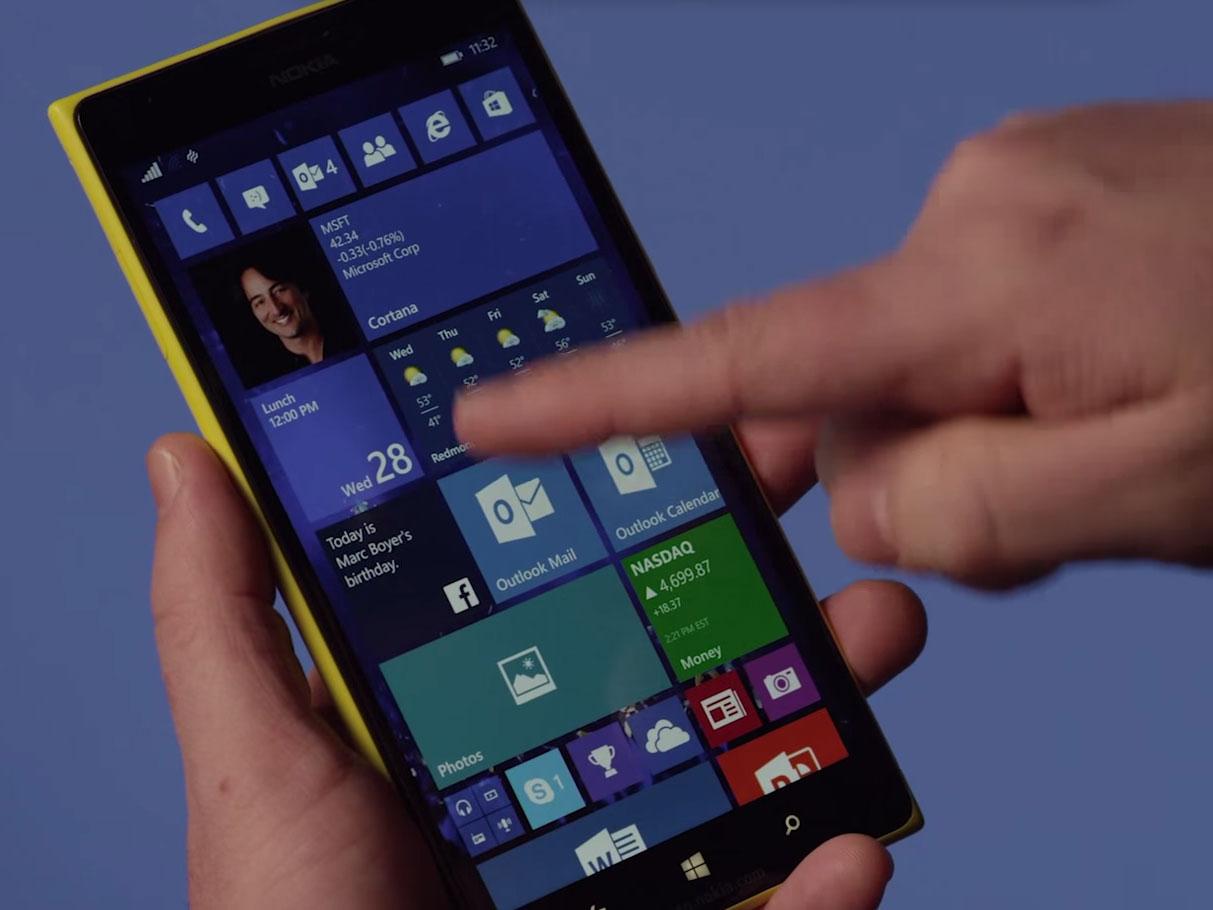 Kacheln sind auch in der neuen Preview von Windows 10 auf dem Lumia-Smartphone das beherrschende Designelement. (Bild: Microsoft)