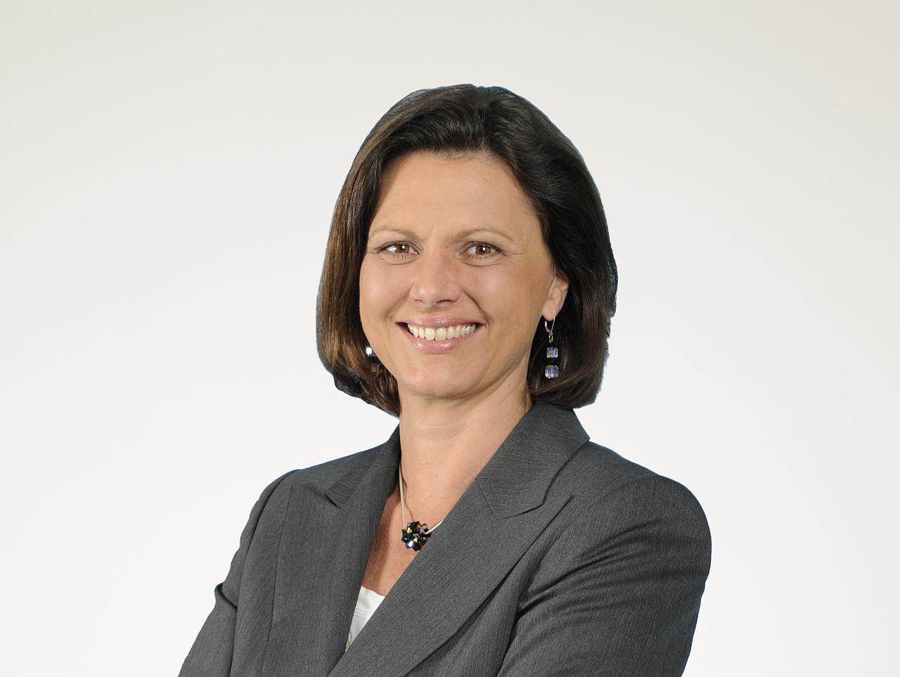 Bayerns Wirtschaftsministerin Ilse Aigner plant ein Zentrum für die Digitalisierung in Bayern. (Bild: Bildquelle: Sascha Rahn/CC BY-SA 3.0 DE)