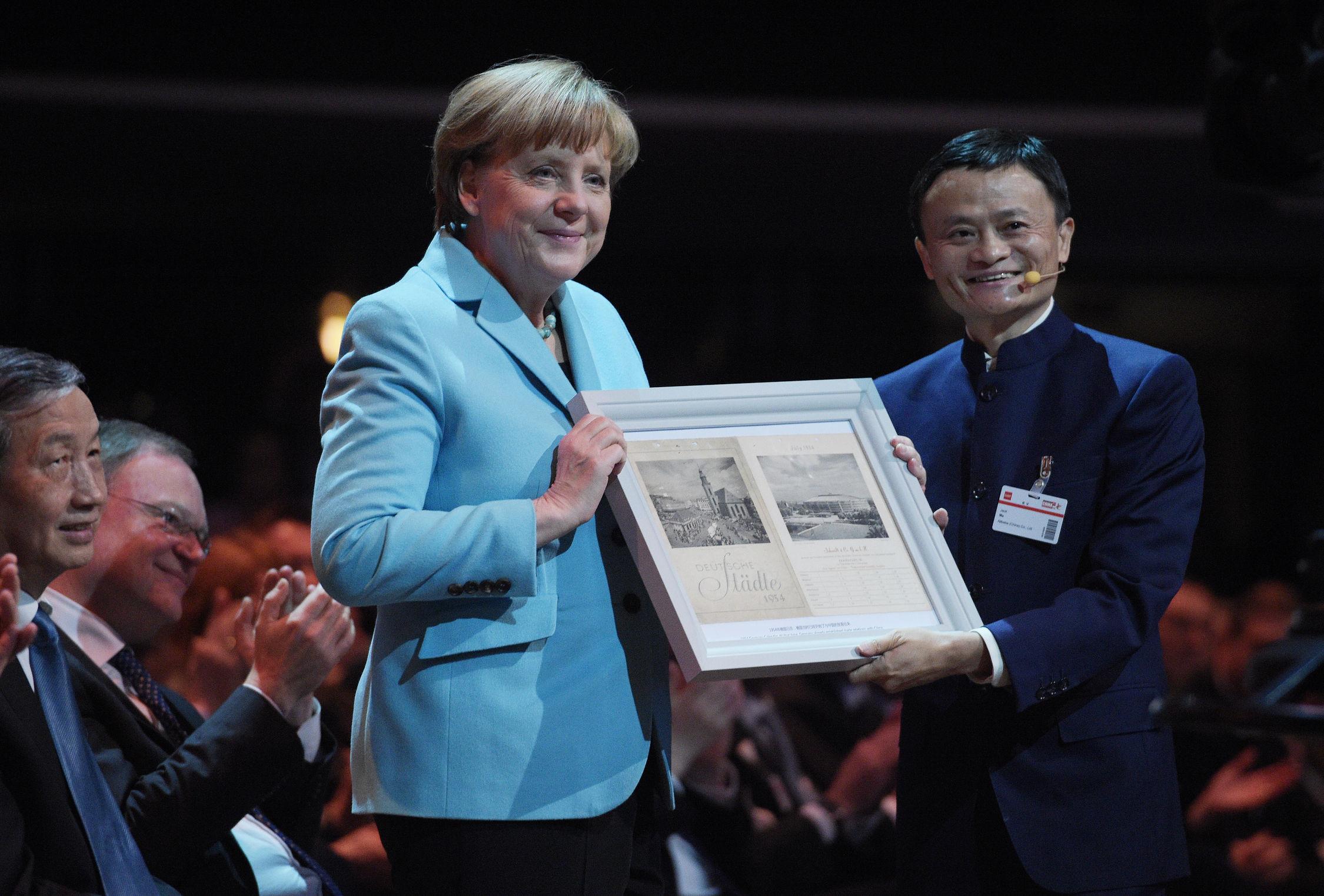 Angela Merkel  und Alibaba-CEO Jack Ma bei der Eröffnung der CeBIT. (Bild: Deutsche Messe)