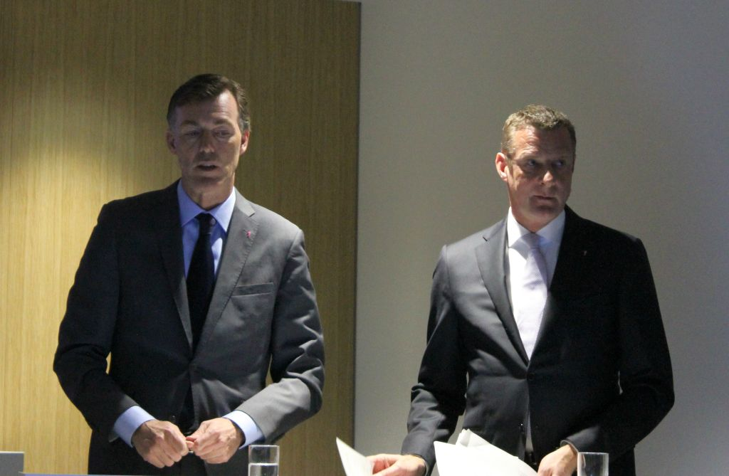 Telekom-Manager Michael Hagspihl und Niek Jan van Damme CeBIT 2015 (Bild: ITespresso.de)