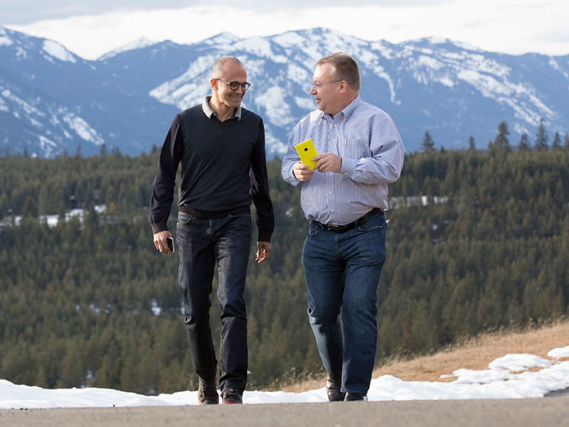 Microsoft-CEO Satya Nadella (links) und Stephen Elop, Executive Vice President der Devices Group (Bild: Microsoft)