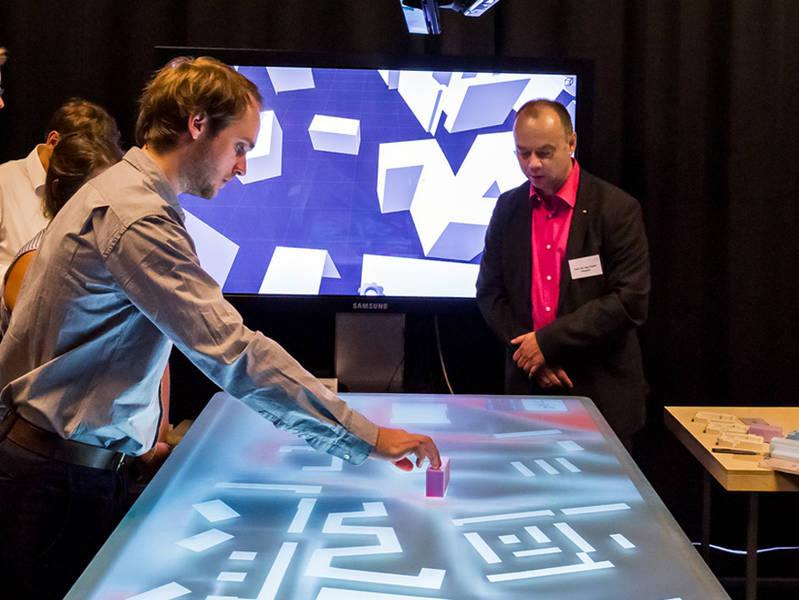 Interaktives Planen am 3D-Planungstisch. (Bild: Astrid Eckert / TUM)