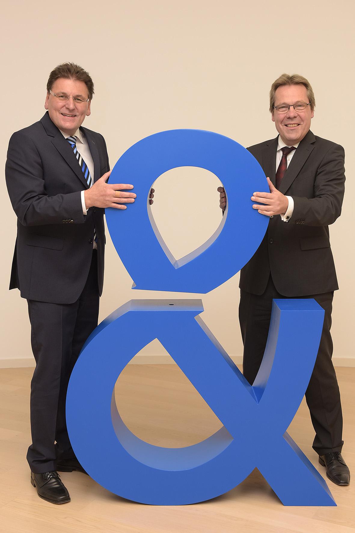 Klaus-Peter Bruns und Claus-Dieter Toben feiern Fusion von Fiducia und Gad. (Bild: Fiducia & Gad IT)