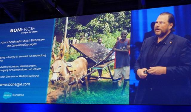 In der Keynote stellte Marc Benioff das Projekt Bonergie vor. Geleitet werden soziale Projekte von der Salesforce Foundation. (Foto: Mehmet Toprak)