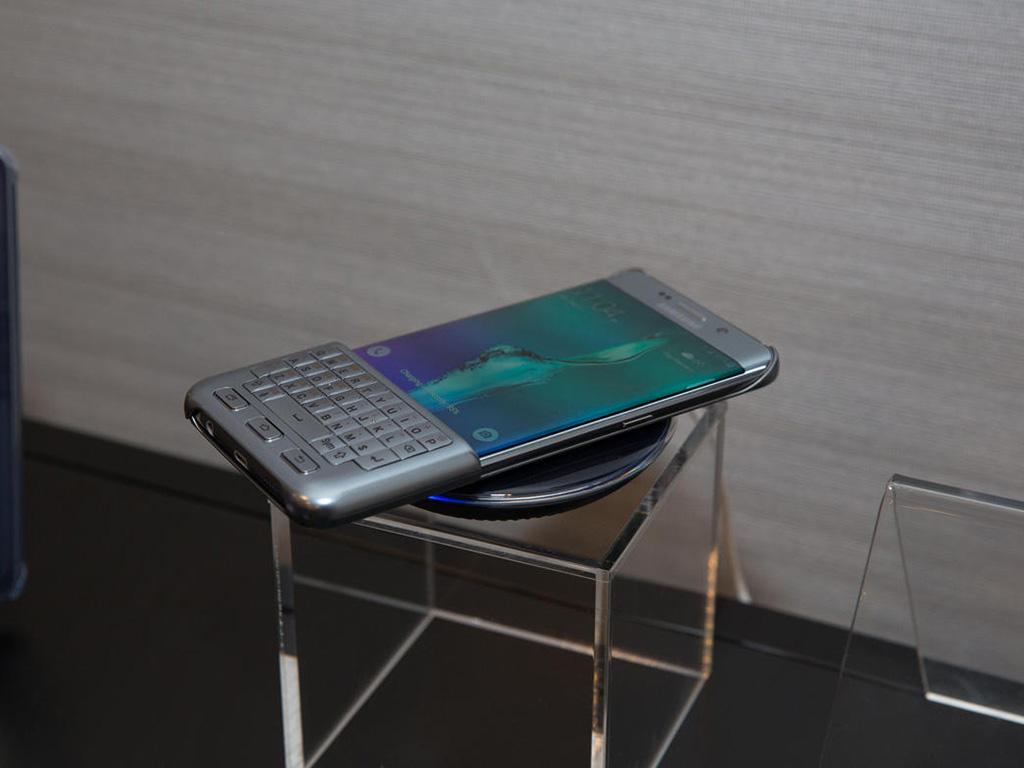 Samsung Galaxy S6 Edge+ mit Tastatur. (Bild: CNET.com)