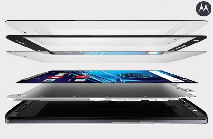 ShatterShield besteht aus ingesamt fünf Schichten und soll für bruchfeste Displays sorgen. (Bild: Motorola)